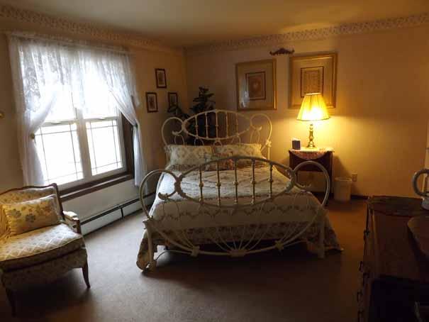 Comfortable Queen Bed in Suite 22