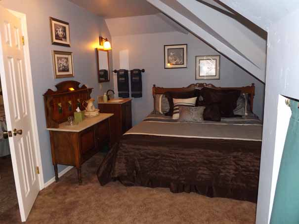Enjoy a comfortable King-size bed in Suite 24
